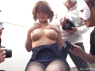 Oshikawa Yuri masturbates vehemently as cameras are cloudless all around